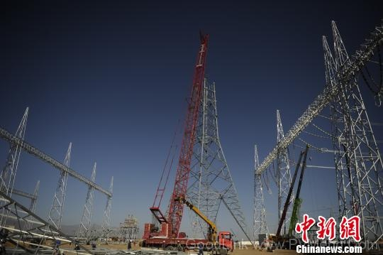 青海电网启动最大规模停电施工 破题光伏发电外送难题